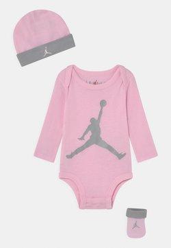 Jordan - JUMPMAN BOOTIE SET UNISEX - Mütze - pink foam