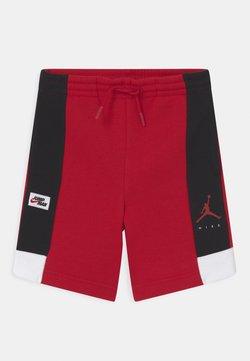 Jordan - JUMPMAN BY NIKE - Krótkie spodenki sportowe - gym red