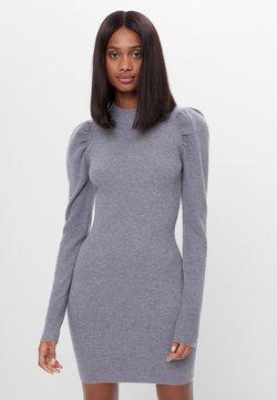 Bershka - MIT RAFFUNG AN DEN SCHULTERN - Sukienka etui - grey