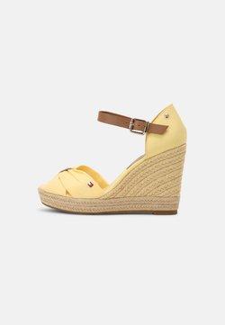 Tommy Hilfiger - ELENA - Korolliset sandaalit - delicate yellow