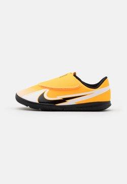 Nike Performance - MERCURIAL VAPOR 13 CLUB IC UNISEX - Fotballsko innendørs - laser orange/black/white