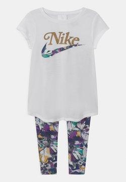 Nike Sportswear - STUDIO FLORAL SET - T-shirt imprimé - white/multi-coloured