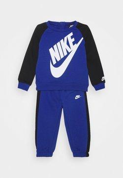 Nike Sportswear - OVERSIZED FUTURA CREW BABY SET UNISEX - Survêtement - game royal