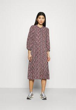 Moss Copenhagen - KAROLA RAYE DRESS - Skjortekjole - black/lavender