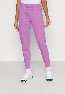 Nike Sportswear - AIR PANT - Jogginghose - violet shock