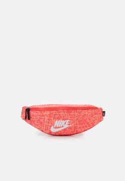 Nike Sportswear - HERITAGE UNISEX - Marsupio - magic ember/black/white