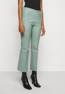 By Malene Birger - PHASE - Pantalon en cuir - green