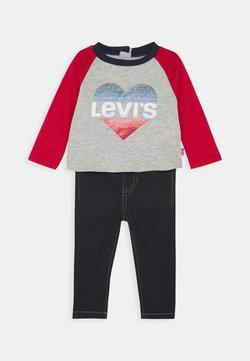Levi's® - COLORBLOCK RAGLAN SET - Straight leg jeans - light gray heather