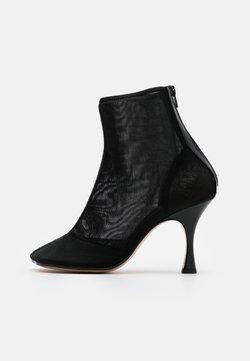 MM6 Maison Margiela - High Heel Stiefelette - black
