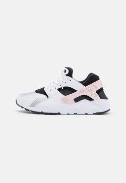 Nike Sportswear - HUARACHE RUN UNISEX - Zapatillas - white/pink foam/grey fog/off noir