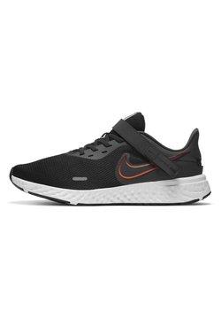 Nike Performance - REVOLUTION 5 FLYEASE - Juoksukenkä/neutraalit - black/total orange/gym red/dark smoke grey