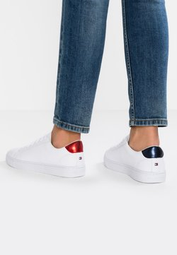 Tommy Hilfiger - ESSENTIAL - Sneakers laag - red