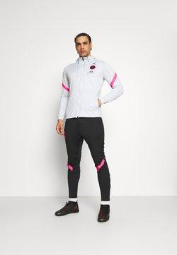 Nike Performance - PARIS ST GERMAIN DRY TRACKSUIT - Article de supporter - pure platinum/black/hyper pink