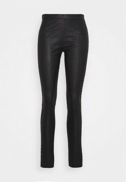 DEPECHE - STUDS - Pantalon en cuir - black/gold