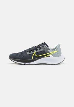 Nike Performance - AIR ZOOM PEGASUS 38 - Neutrala löparskor - grey/volt
