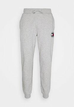 Tommy Jeans - SLIM BOX FLAG PANT - Jogginghose - grey
