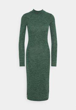 Noisy May - NMCRISTINA CALF HIGH NECK DRESS - Vestido de punto - ponderosa pine