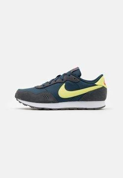 Nike Sportswear - VALIANT - Baskets basses - deep ocean/limelight/iron grey/bright crimson