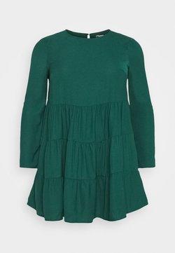 Missguided Plus - TIERED SMOCK DRESS - Vestido informal - green