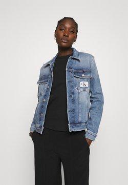 Calvin Klein Jeans - REGULAR 90S JACKET - Jeansjacka - denim light