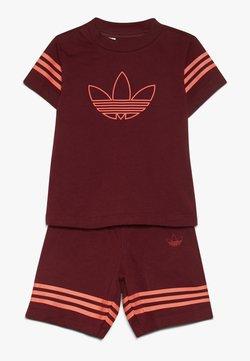 adidas Originals - OUTLINE SET - Shorts - burgundy