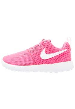 Nike Sportswear - ROSHE ONE  - Sneaker low - hyper pink/white