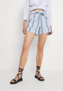 Vero Moda - VMAKELA CHAMBRAY PAPERBAG  - Shorts - light blue denim/white