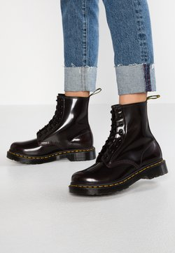 Dr. Martens - 1460 8 EYE BOOT - Bottines à lacets - cherry red arcadia