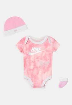Nike Sportswear - TIE DYE FUTURA SET UNISEX - T-Shirt print - pink foam
