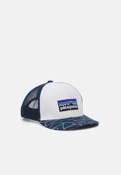 Patagonia - TRUCKER HAT UNISEX - Keps - white/bartolome/stone blue