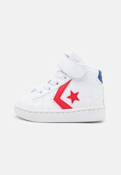Converse - PRO BIRTH OF FLIGHT UNISEX - Sneakersy wysokie - white/rush blue/university red