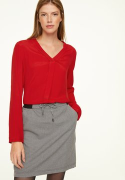 comma casual identity - MIT V-NECK - Bluse - scarlet red