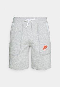 Nike Sportswear - AIR SHORT - Pantalon de survêtement - grey heather/summit white/infrared