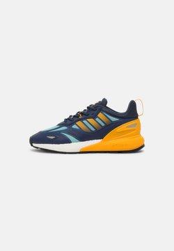 adidas Originals - ZX 2K BOOST 2.0 UNISEX - Sneaker low - crew navy/semi solar gold/core black