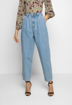 Missguided - SLOUCH HIGHWAISTED PLEAT DETAIL - Relaxed fit -farkut - lightwash