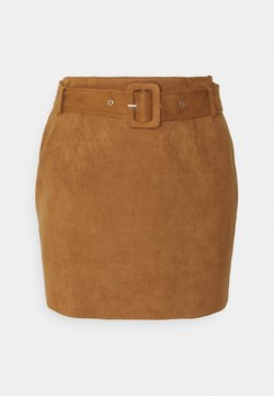 Missguided Petite - BELTED SUEDE MINI SKIRT - Mini skirt - tan