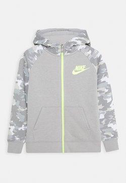 Nike Sportswear - CRAYON CAMO HOODIE - Sweatjakke /Træningstrøjer - light smoke grey/smoke grey/volt