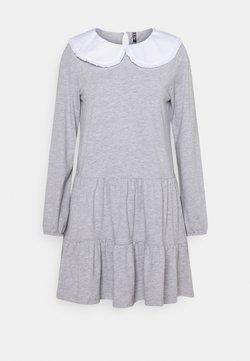 Pieces Petite - PCHYLLA DRESS - Vestido ligero - light grey melange/white