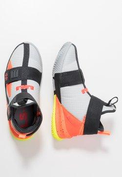 Nike Performance - LEBRON SOLDIER 13 FLYEASE - Basketball shoes - light smoke grey/laser crimson