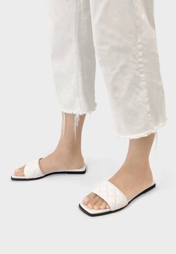 Bershka - FLAT QUILTED 11802661 - Chaussons - white
