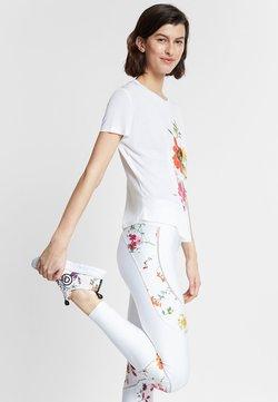 Desigual - TEE FRONT PLEATS GARDENS - T-shirt print - white