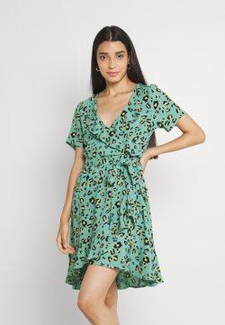 Colourful Rebel - TELSI LEOPARD SHORTSLEEVE REAL WRAP DRESS - Robe d'été - green
