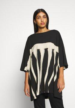 Weekday - HUGE DRESS - Jerseyjurk - black tie dye