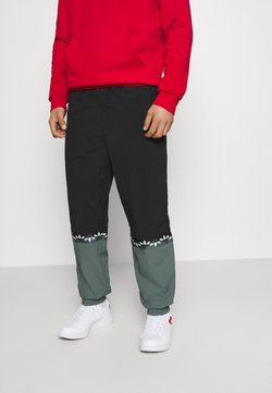 adidas Originals - SLICE TREFOIL ADICOLOR PRIMEGREEN ORIGINALS SLIM TRACK - Jogginghose - black/blue oxide
