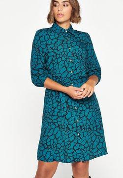 LolaLiza - GIRAFFE PRINT - Vestido camisero - dark green
