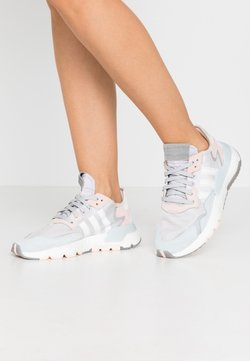 adidas Originals - NITE JOGGER  - Sneaker low - grey one/footwear white/pink tint