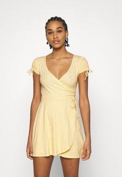 Hollister Co. - DRESS - Trikoomekko - yellow