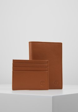 Timberland - CREDIT CARD AND PASSPORT COVER GIFT SET - Lompakko - cognac