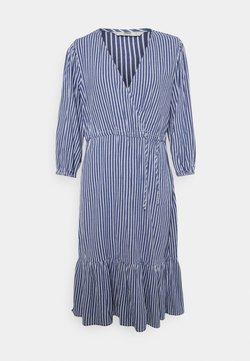 ONLY - ONLKARIN STRIPE DRESS - Freizeitkleid - medium blue/cloud dancer