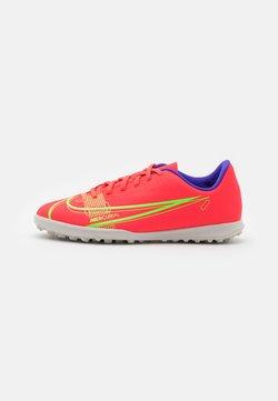 Nike Performance - JR MERCURIAL VAPOR 14 CLUB TF UNISEX - Voetbalschoenen voor kunstgras - bright crimson/metallic silver